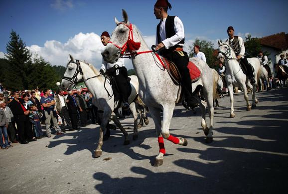 Tradicionalna konjička povorka za Ajvatovicu