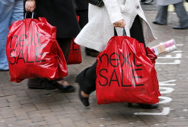 Nowe pokolenie internautów: pochwalą się zakupami, podadzą miejsce pobytu.