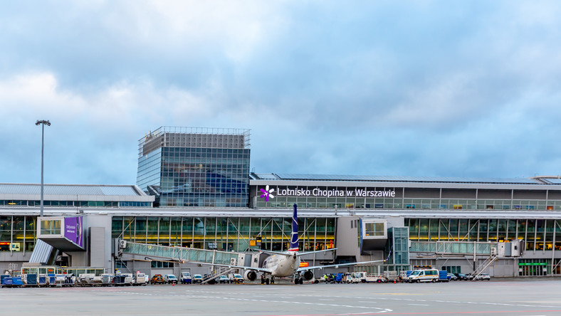 lotnisko okecie odloty