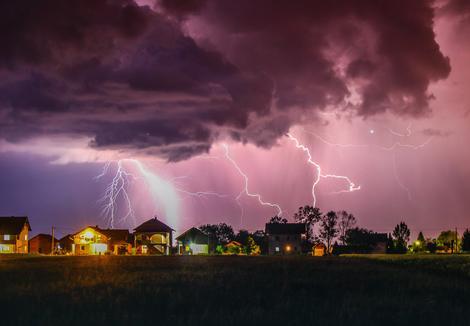 Očaravajuća fotografija oluje