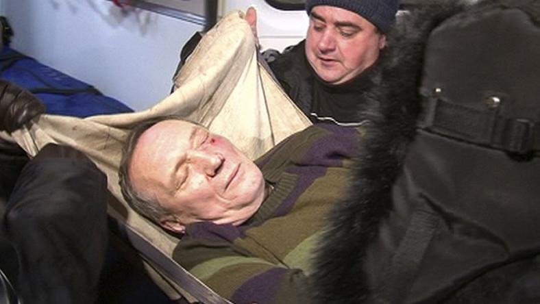 Kandydat opozycji został ciężko pobity przez interweniującą milicję