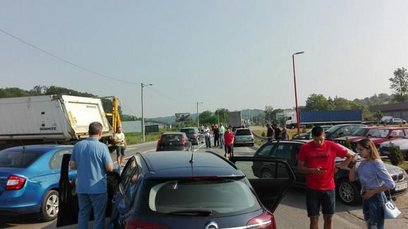 Blokada na ulazu u Mladenovac