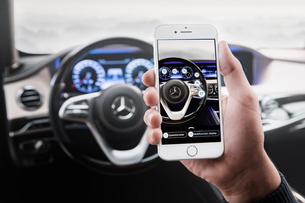 W Klasie A będzie można skorzystać z nowego asystenta w ramach Mercedes Me. Będzie dostęp do wirtualnego asystenta oraz instrukcji obsługi bazującej na kamerze telefonu. Nowy Mercedes Klasy A
