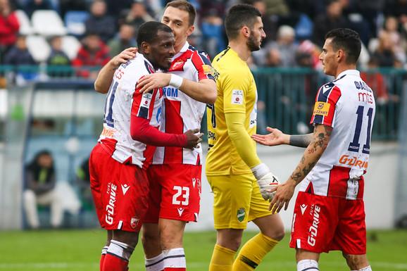 """Zvezda DEMOLIRALA Kolubaru sa čak 7:1! Šampion za 45 minuta postigao šest golova, a onda su na kraju dobili dobili veliku """"stvar"""" - Marka Lazetića!"""