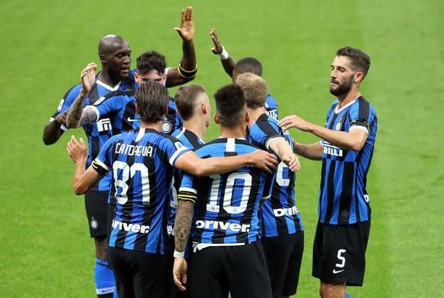 Fudbaleri Intera proslavljaju pogodak