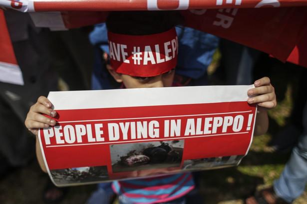 Al-Arabija podkreśla, że dzień wcześniej ewakuacja z Aleppo została wstrzymana z powodu żądań sił reżimu, które domagały się objęcia operacją także szyickich miejscowości al-Fuaa i Kefraja w prowincji Idlib.