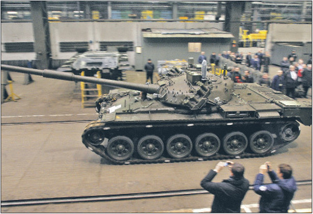 Kontrakt na dostawy czołgów do Malezji nie przyniósł zysków Fot. Andrzej Grygiel