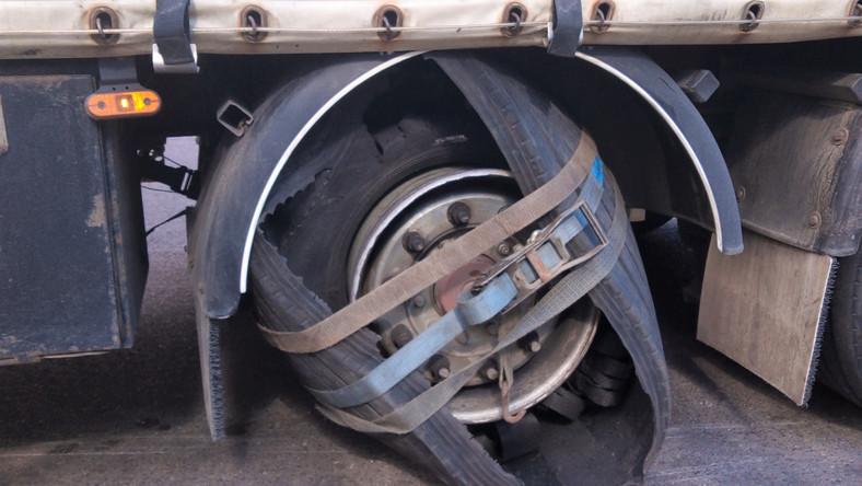 Koło naprawione pasami transportowymi