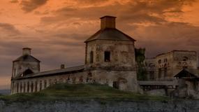 Krzyżtopór można zwiedzać nocą z przewodnikiem - ruiny zamku w Ujeździe są iluminowane, a na trasie pojawiają się duchy