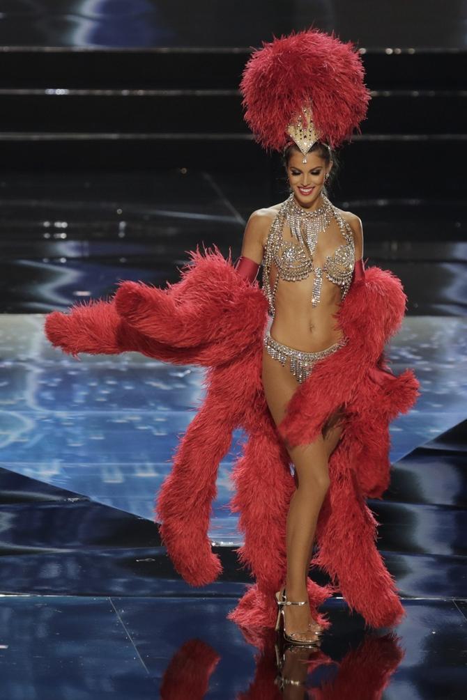 Iris Mitener se pre četiri dana na izboru za Mis univerzuma predstavila u zanimljivom kostimu