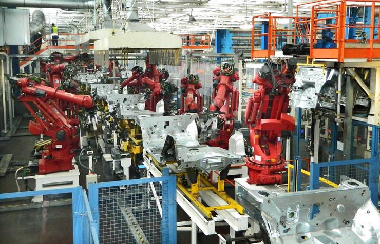 Roboti obavljaju 90 odsto poslova u proizvodnji automobila