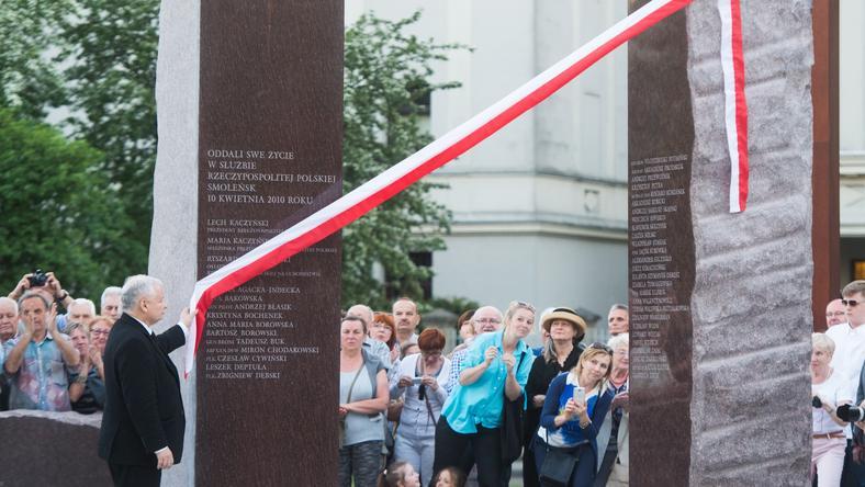 Jarosław Kaczyński odsłonił pomnik smoleński w Łodzi