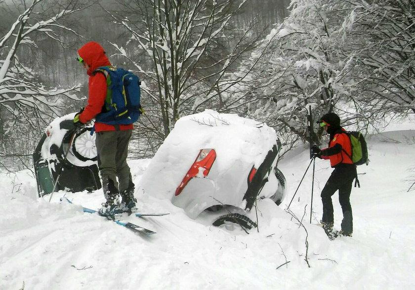 Spędzili pod śniegiem prawie dwie doby. Ratownicy mówią o cudzie