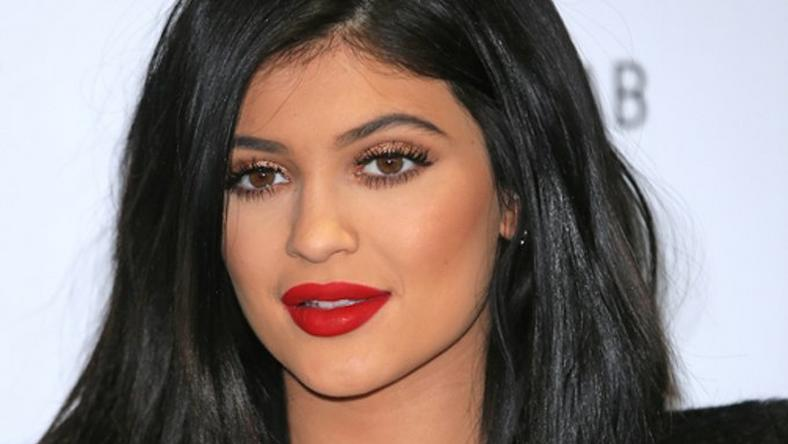 Kylie Jenner is a fan of the boob contouring trend