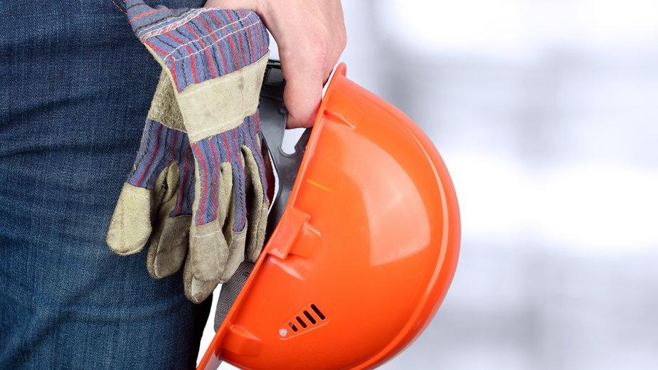 Wolin: ziemia przysypała robotnika na placu budowy