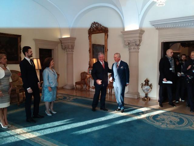 Srdačan doček: Princ Čarls na Kraljevskom dvoru