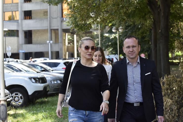 GOCA TRŽAN STIGLA NA SUĐENJE Pevačica tužila bivšeg muža, u sud stigla ozbiljnog izraza lica (VIDEO)
