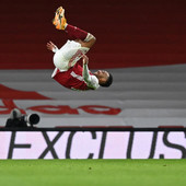 """Njukasl je lak plen za """"tobdžije"""" - Arsenal na krilima Obamejanga PREGAZIO """"SVRAKE"""""""