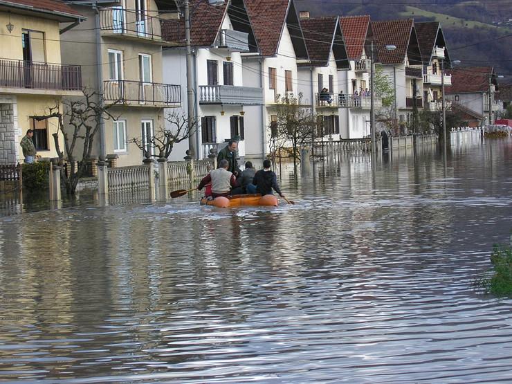 174008_ljubovija01-poplavljeni-prevareni-foto-j-trijic