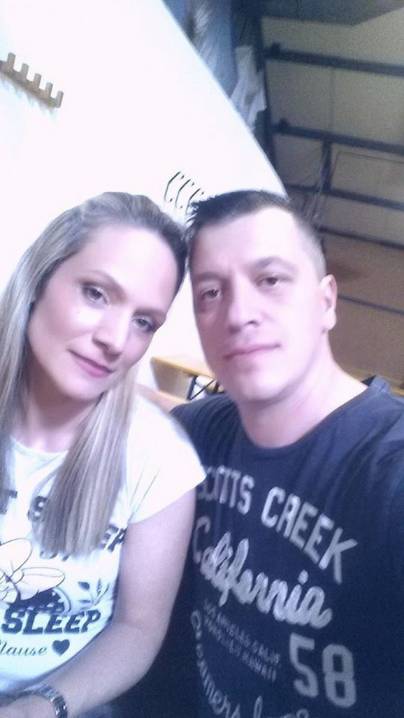 Ela Bi sa suprugom