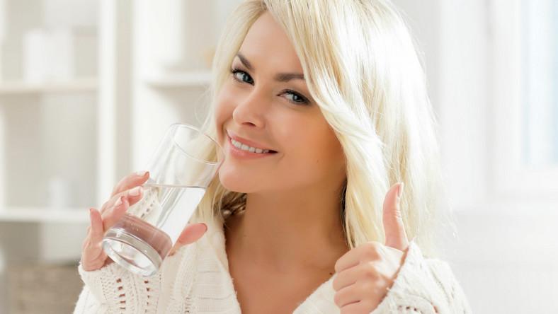 Ciało zawiera 75 proc. wody, mózg około 75 proc., zaś krwi składa się z około 92 proc. wody, a mięśnie z 75 proc. Dlatego tak ważne jest regularne dostarczanie organizmowi wody, zwłaszcza po nocy, kiedy zwykle jesteśmy odwodnieni
