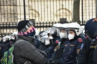W Wiedniu 10 tys. osób protestowało przeciwko koronarestrykcjom