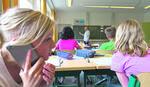 PRVACIMA ZVONE MOBILNI UMESTO ŠKOLSKOG ZVONA Telefone imaju gotovo svi đaci, a ova HIT SPRAVA je unela pometnju u učionice