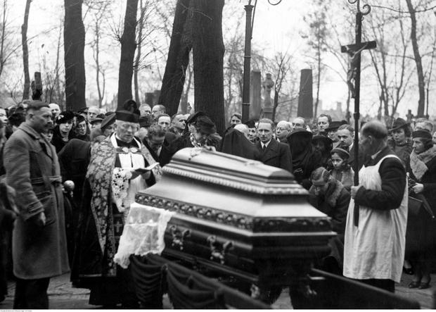 Pogrzeb Bolesława Leśmiana na Powązkach w Warszawie w 1937 roku