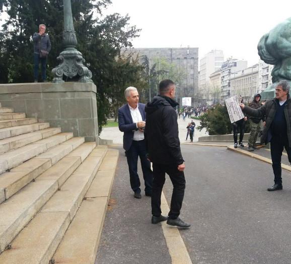Milovan Drecun izašao pred demonstrante