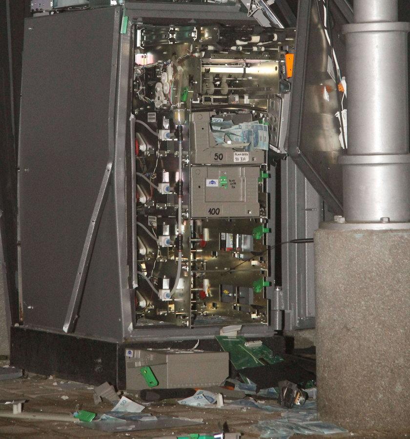 Przestępcy podkładają bomby w bankomatach