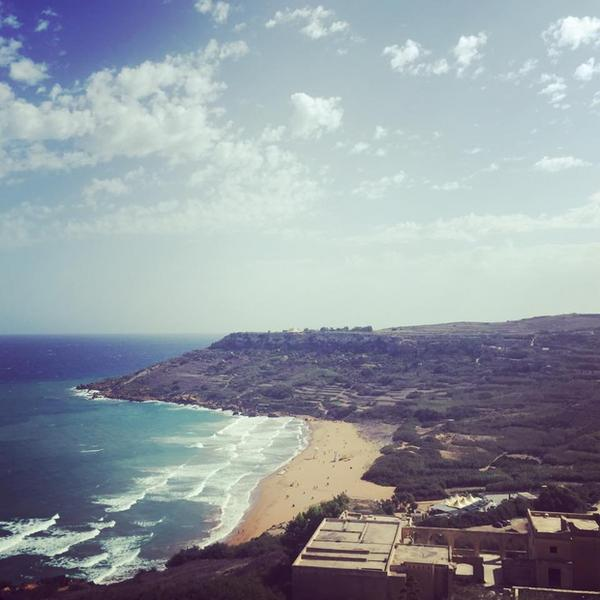 Piaszczysta plaża na Malcie