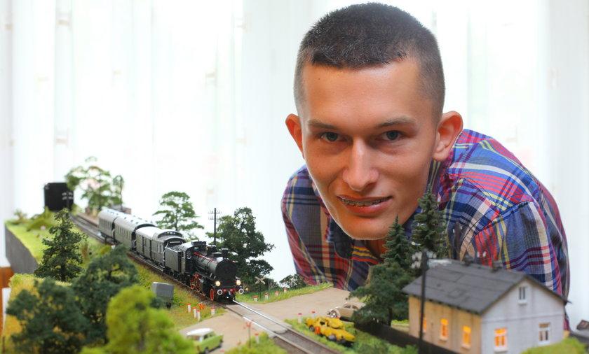 Niezwykła pasja młodego maszynisty. Mateusz Milkowski (23 l.) w trzy lata chce odnowić starą lokomotywę