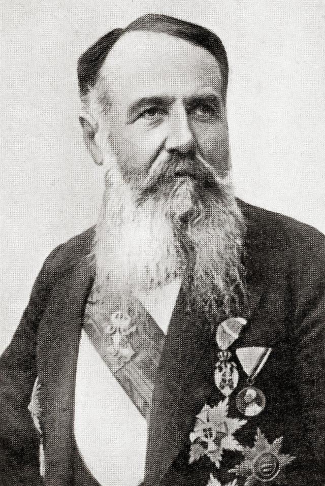 Nikola Pašić, koji je u osam različitih mandata ukupno 21 godinu bio premijer Srbije