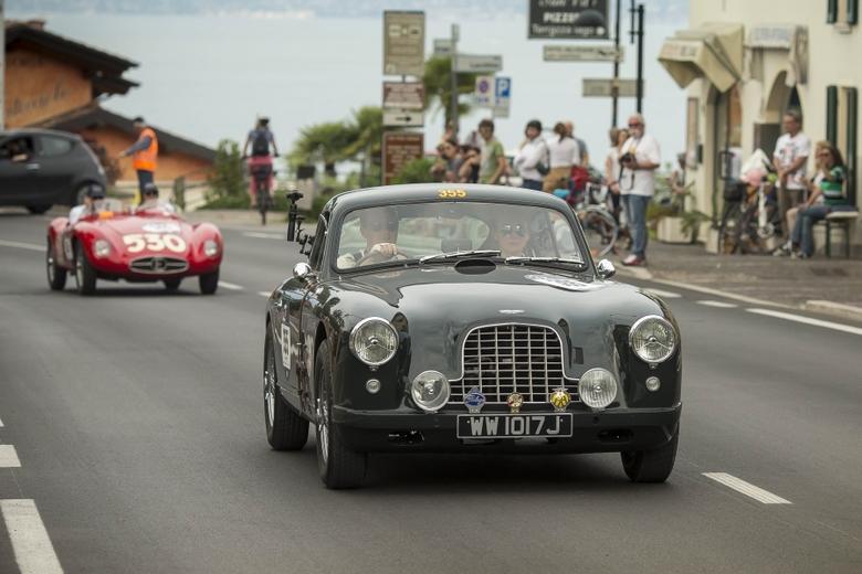 Aston Martin DB 2/4 Perlage Teamu na trasie Mille Miglia