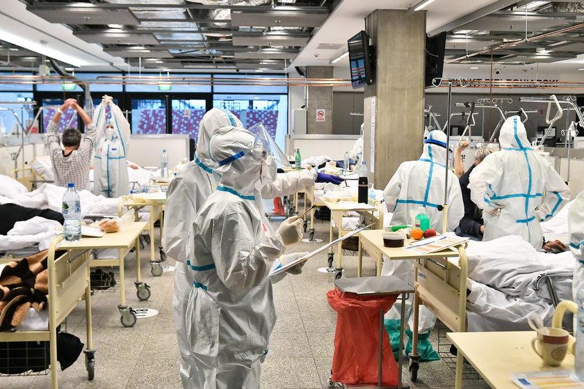 Przełamuje się III fala pandemii