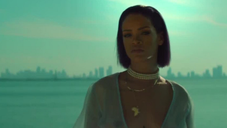 "Rihanna topless w klipie do ""Needed Me"""