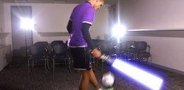 Piłkarz fanem Gwiezdnych Wojen, żonglował z mieczem