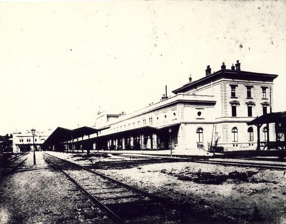 Peronska strana, kraj 19. veka