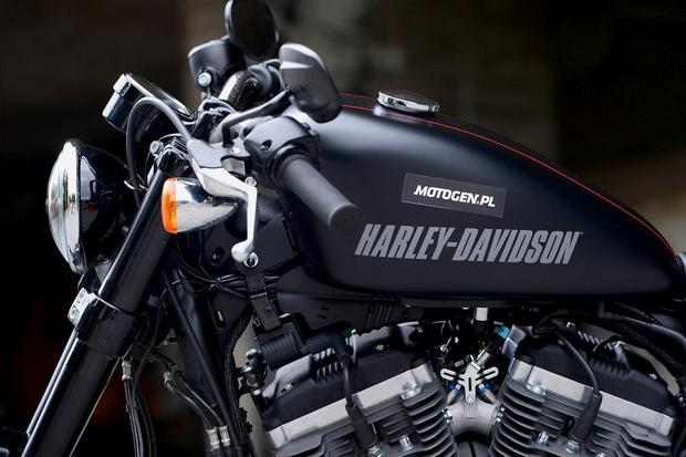 Harley-Davidson Roadster z bliska