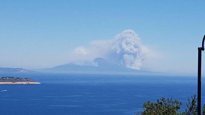 Płoną lasy we Włoszech. Turystów zaskoczyło, że dym przybrał kształt czaszki