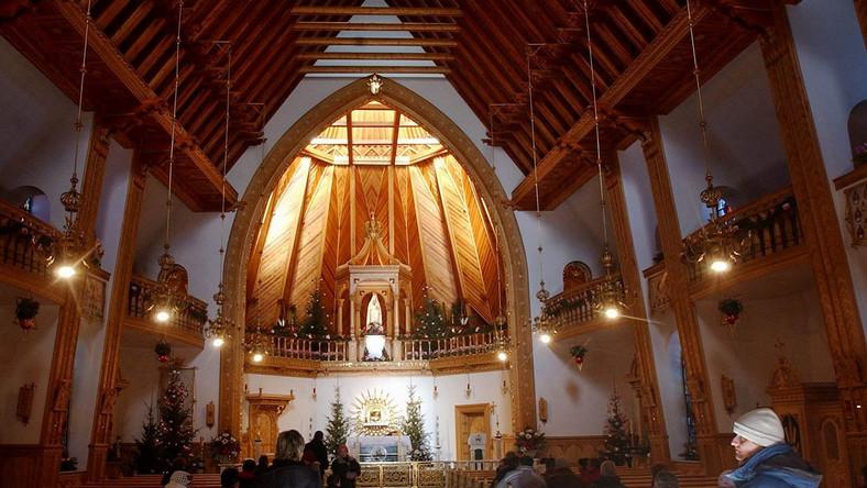 Bunt organistaów. W kościołach cisza