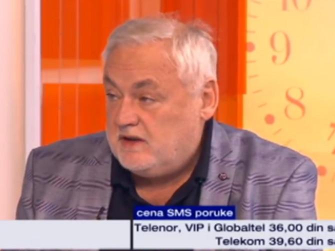 """Profesor Aleksandar dobio je treće dete u 50. godini: """"Kad ga dočekujem sa ekskurzije, misle da sam mu deka, a moje dete ODGOVARA OVAKO"""""""