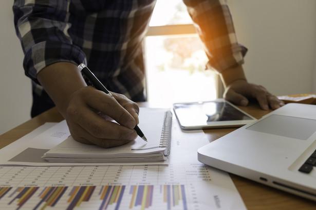 Przesłanką legalizującą przetwarzanie danych osobowych przez pracowników organu nadzoru jest więc w tym przypadku potrzeba spełnienia obowiązku wynikającego z przepisów