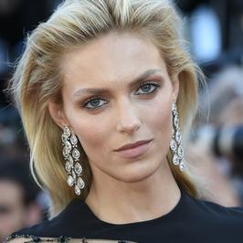 Piękna Anja Rubik zachwyciła w Cannes. Modelka miała na sobie ciekawą kreację
