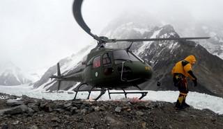 Wyprawa na K2 - Rafał Fronia: pogoda nadal uniemożliwia powrót kolegów do bazy