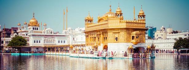 Złota Świątynia – główne miejsce kultu i sanktuarium wyznawców sikhizmu w Indiach.