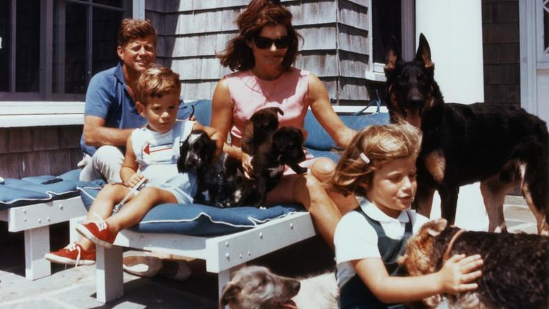 JFK i Jackie Kennedy z dziećmi