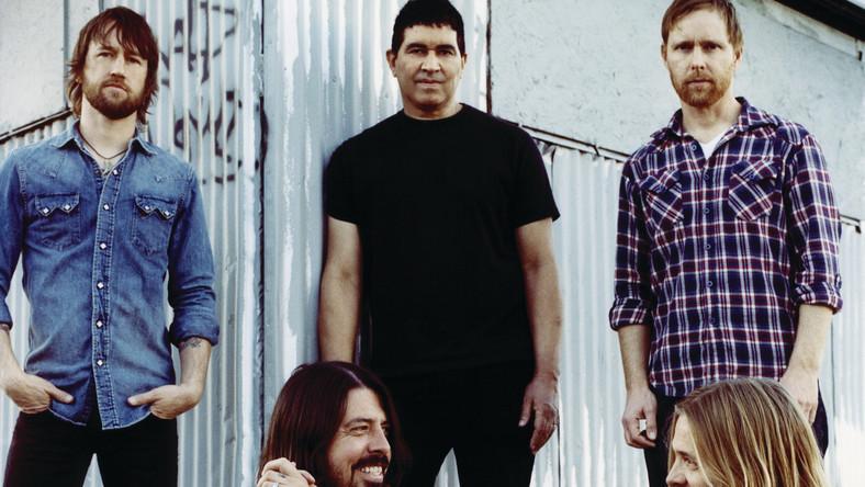 Foo Fighters upada w stylu Michaela Douglasa