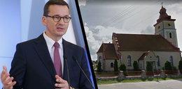 Premier był na jednej mszy. Proboszcz zawiesił w kościele kamienną tablicę upamiętniającą ten dzień