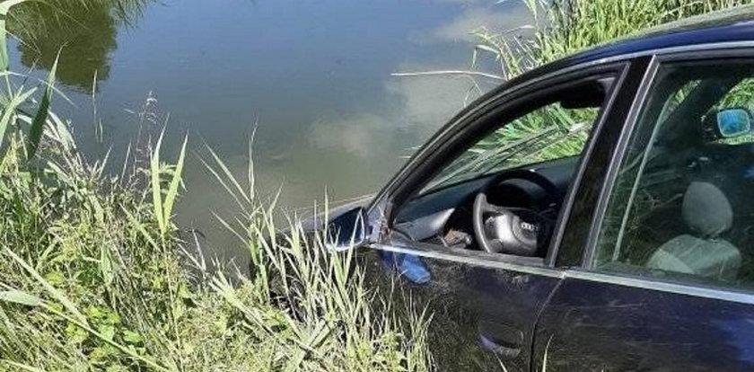 """Samochód w rzece i dziwna wiadomość. """"Kierowca żyje, policja wie"""""""